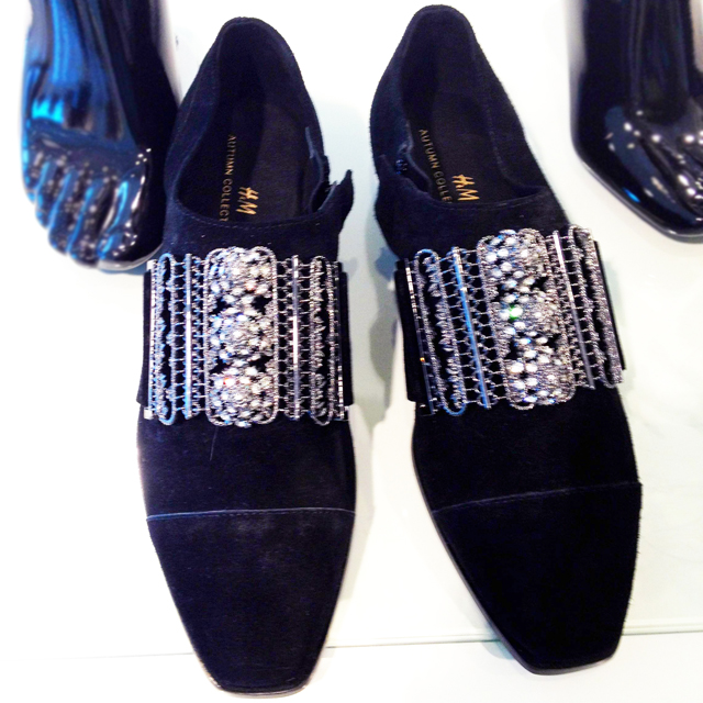 Lace-like metal cuffed velvet brogues